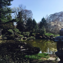 Photo taken at Shofuso Japanese House and Garden by Sam K. on 3/27/2016