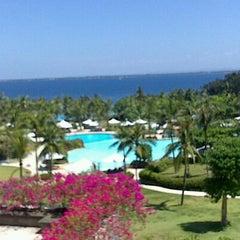 Photo taken at Shangri-La's Mactan Resort and Spa by Jacky Q. on 3/16/2013
