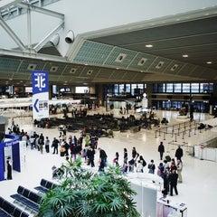 Photo taken at 成田国際空港 第2ターミナル (Narita International Airport - Terminal 2) by chi-MAMA S. on 3/23/2013