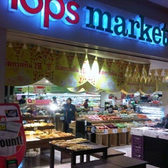 Photo taken at Tops Market (ท็อปส์ มาร์เก็ต) by Boybay A. on 10/23/2012