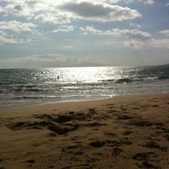 Photo taken at Kamaole Beach Park I by Elodie P. on 5/13/2012