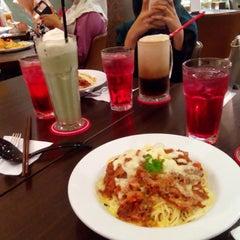 Photo taken at Secret Recipe by Attiaa A. on 6/27/2015