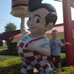 Photo taken at Big Boy by Melissa M. on 5/19/2013