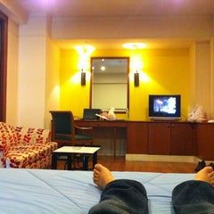Photo taken at โรงแรมกานต์มณี พาเลซ (Karnmanee Palace) by Manaui S. on 6/6/2013