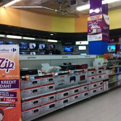 Photo taken at Carrefour by masbuy  on 4/13/2014