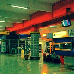 Photo taken at Halim Perdana Kusuma International Airport (HLP) by Iqbal M. on 12/18/2012