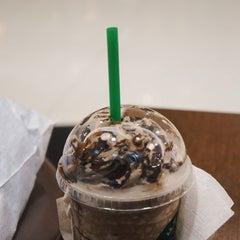 Photo taken at Starbucks (สตาร์บัคส์) by Swocream A. on 10/6/2015
