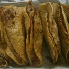 Photo taken at Tacos Barbacoa Prepa 5 by Hugo Armando G. on 2/3/2013