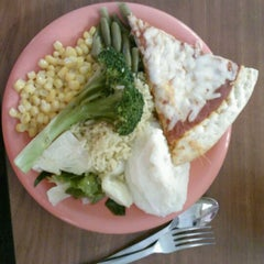 Photo taken at Golden Corral by Rebbecca R. on 4/21/2012