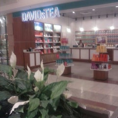 Photo taken at DAVIDsTEA by Don P. on 7/14/2013