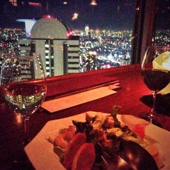 Photo taken at THE WINE BAR 新宿住友ビル店 by S H. on 12/21/2013