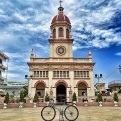 Photo taken at Santa Cruz Church (วัดซางตาครู้ส) by Vatcharakit S. on 7/10/2015