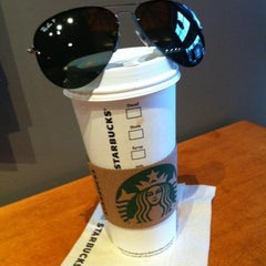 Photo taken at Starbucks by Rudi N. on 10/26/2013