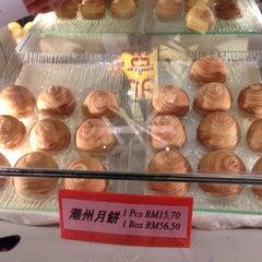 Photo taken at Restoran Pekin 北京楼 by Andy S. on 8/28/2015
