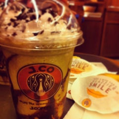 Photo taken at J.CO Donuts & Coffee by byron b. on 7/24/2013