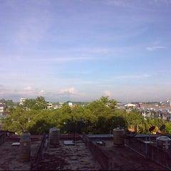Photo taken at Hatyai Paradise & Resort Hotel (โรงแรมหาดใหญ่พาราไดร์แอนรีสอร์ท) by Oranginizer on 10/6/2012