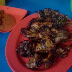Photo taken at BEBEK GORENG SBY by arindrawina d. on 4/20/2013