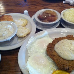 Photo taken at Cracker Barrel Old Country Store by Brad E. on 1/18/2013