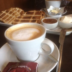 Photo taken at Tienda de Café by Nilda P. on 2/25/2014