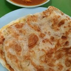 Photo taken at Eunos Crescent Market & Food Centre by Rozeani O. on 4/15/2015