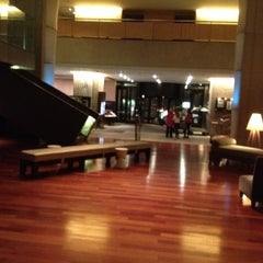Photo taken at Hilton Toronto by Gji M. on 5/4/2012