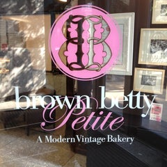 Photo taken at Brown Betty Petite by Dante F. on 6/20/2012