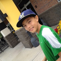 Photo taken at Buffalo Wild Wings by Mark S. on 8/9/2012