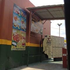 Photo taken at Power Chicken by Gumer D. on 8/26/2012