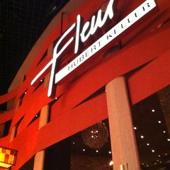 Photo taken at Fleur by Hubert Keller by Samuel O. on 4/28/2012