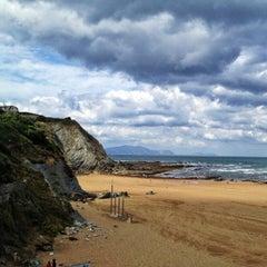 Photo taken at Playa Atxabiribil / Arrietara Hondartza by Ana on 9/4/2012