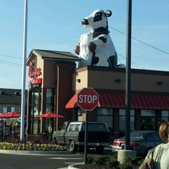 Photo taken at Chick-fil-A by Connie R. on 4/14/2012