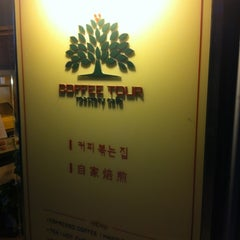 Photo taken at 커피투어 (Coffee Tour) by cynthia S. on 5/7/2012