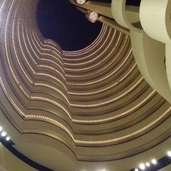 Photo taken at Holiday Inn Singapore Atrium by Kennard F. on 7/11/2012