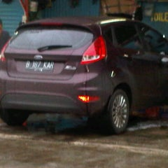 Photo taken at Cucian Mobil 24jam ex. mesjid keong by lia s. on 2/28/2011