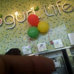 Photo taken at Yogurt Life by César A. V. on 2/1/2012
