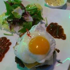 Photo taken at Kraze Burgers by kang 현. on 8/26/2012