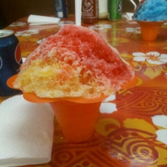 Photo taken at Tropical Shave Ice by Fermin C. on 11/20/2011
