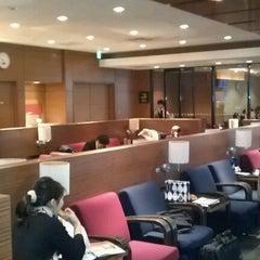 Photo taken at エアポートラウンジ - 羽田空港 第1旅客ターミナル 南 by Tatsuya F. on 1/13/2012