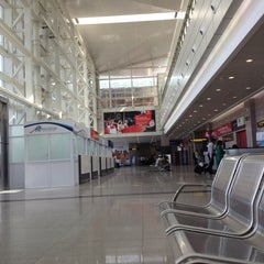 Photo taken at Aeroporto Internacional de Maputo by Jones A. on 5/9/2012