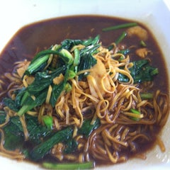 Photo taken at Mr Teh Tarik Eating House by Derek L. on 6/18/2012