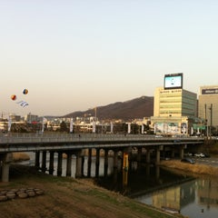 Photo taken at 청주대교 by Kangsoo H. on 4/1/2012