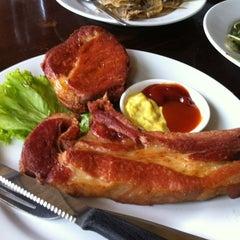 Photo taken at ครัวเขาใหญ่ (Khaoyai Kitchen) by peng on 2/27/2012