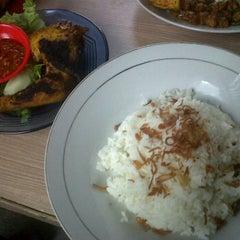 Photo taken at Kantin Belakang Menara Batavia by Kusnaedi on 10/19/2011