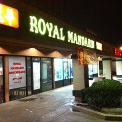 Photo taken at Royal Mandarin by Rahshan H. on 12/24/2010