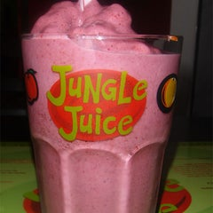 Photo taken at Jungle Juice by Luzia D. on 1/6/2012