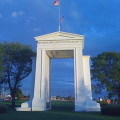 Photo taken at Peace Arch Border Crossing by 高手놀리밑™ on 12/22/2010