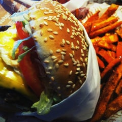Photo taken at Red Robin Gourmet Burgers by Aaron R. on 5/5/2012