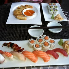 Photo taken at Hot Woks Cool Sushi by Kevin D. on 6/27/2011
