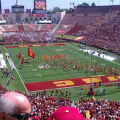 Photo taken at Los Angeles Memorial Coliseum by KrysMarie on 9/3/2011