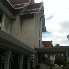 Photo taken at National Library of Thailand by 🙇อาณาจักร โ. on 9/7/2012